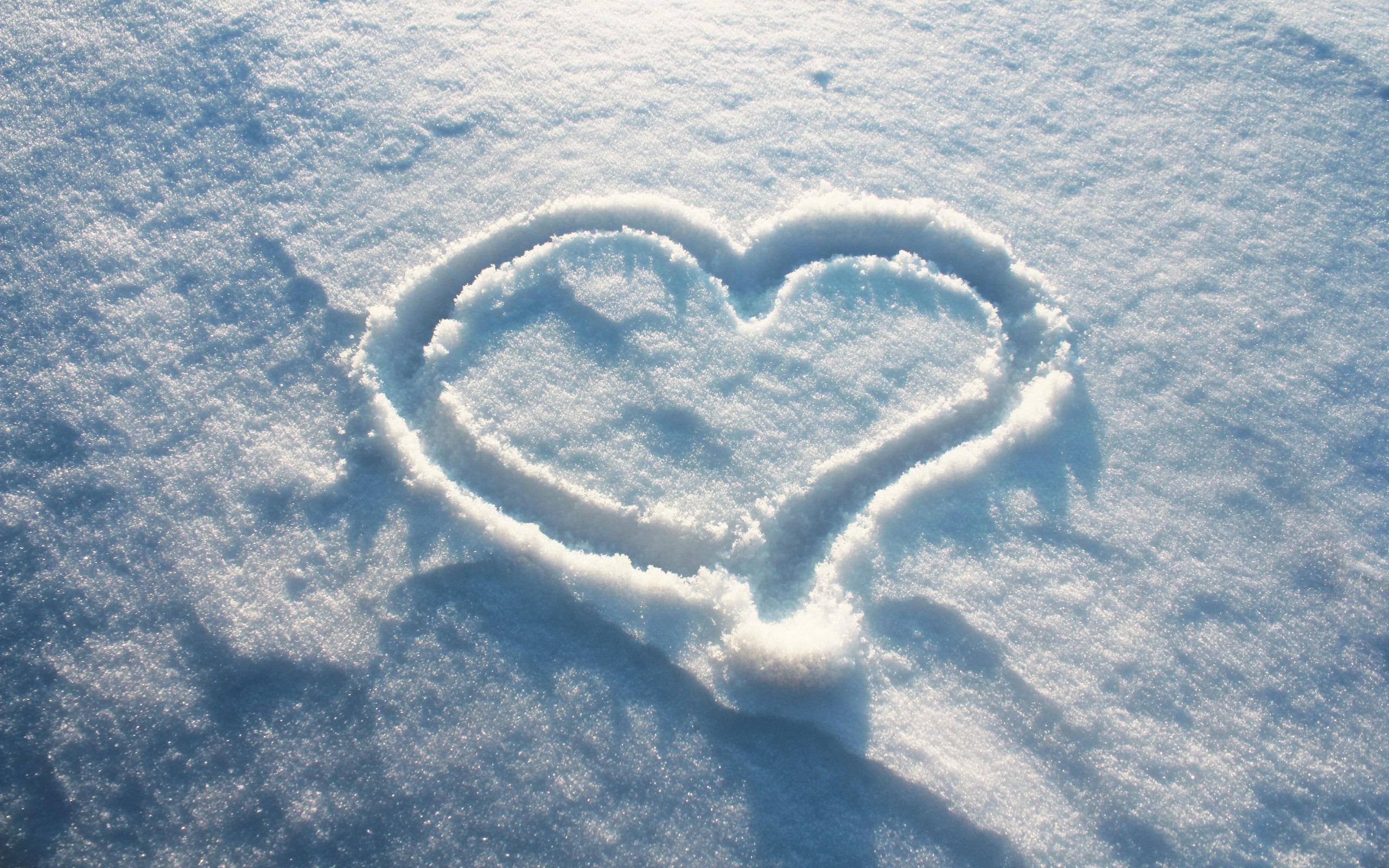 начала картинки сердце на снегу давно уже стал