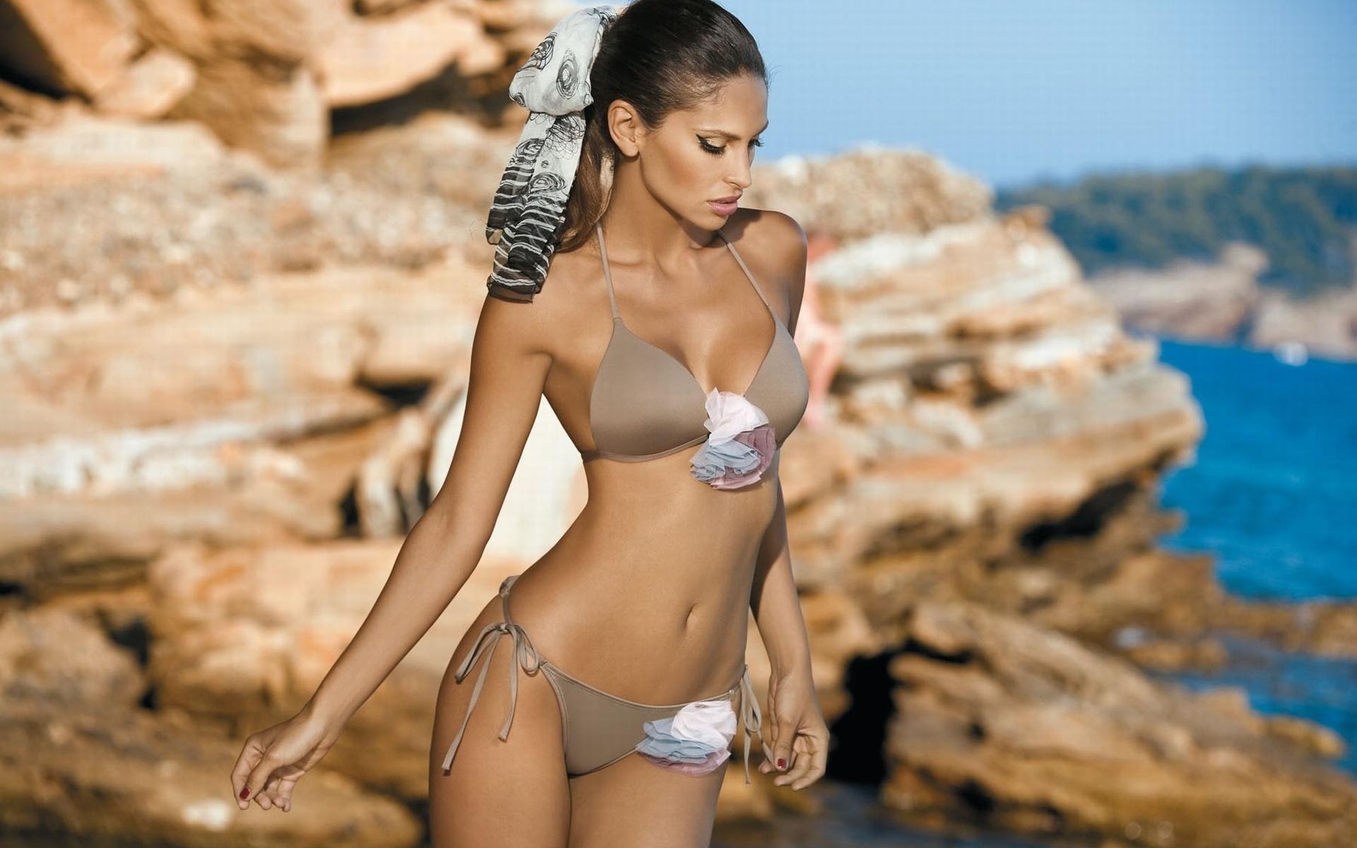 Красивые девушки мира фото в купальниках