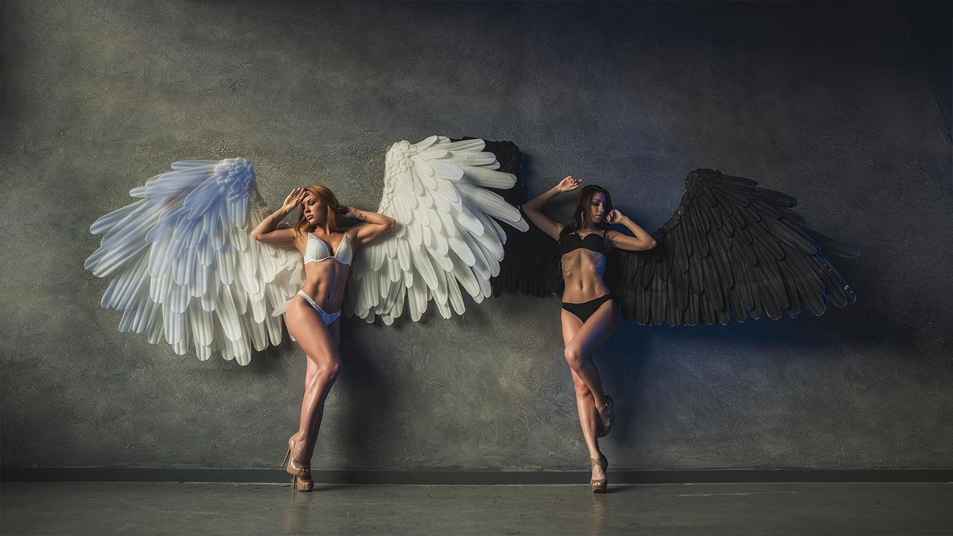 Фото с ангелом и демоном