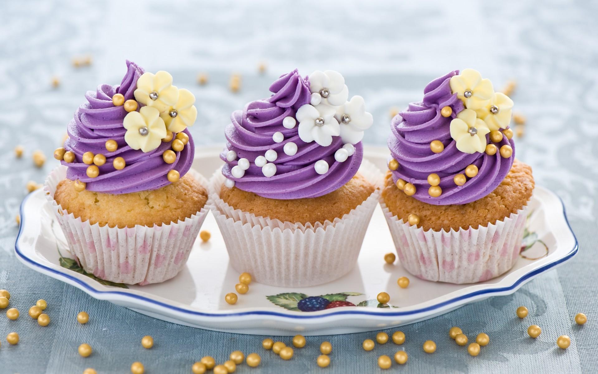 наложены картинки с тортами и пироженками астма