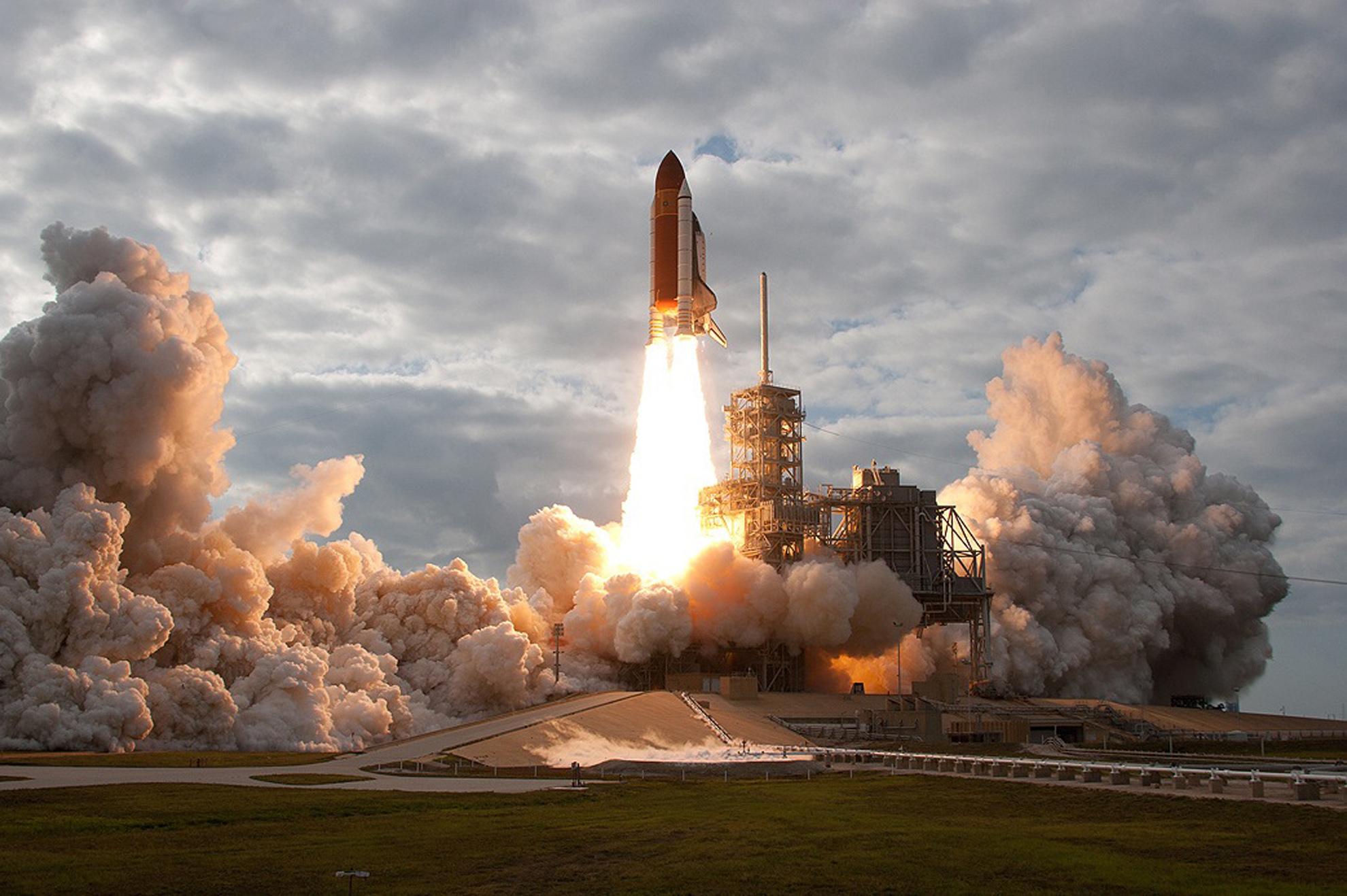 космическая ракета взлет фото днем
