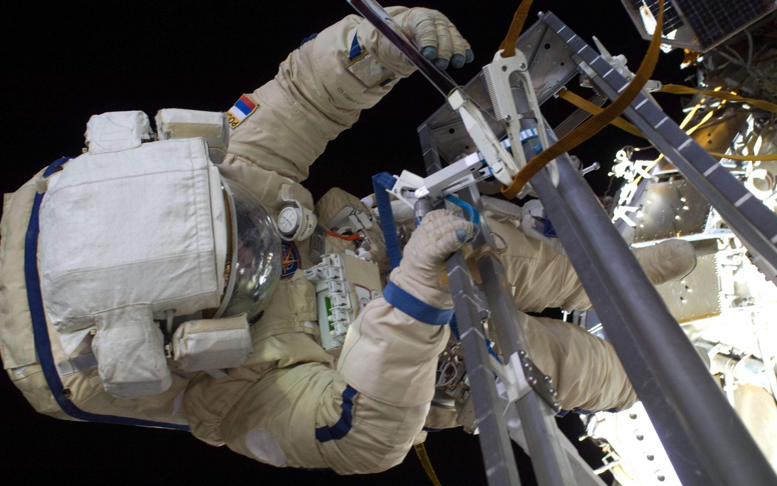 Картинки космонавтов на орбите